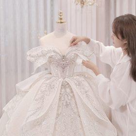 váy đón khách